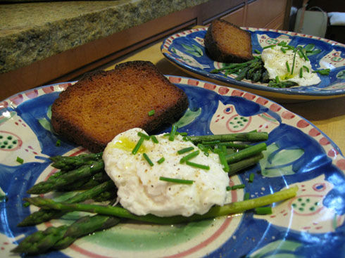 You are currently viewing Home Grown Meal: Poached Eggs with Asparagus
