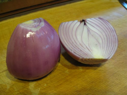 Read more about the article Ask Gardenerd: How to Harvest and Store Red Onions