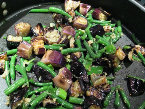 Read more about the article Recipe: Eggplant Stir-fry with Green Beans and Cashews