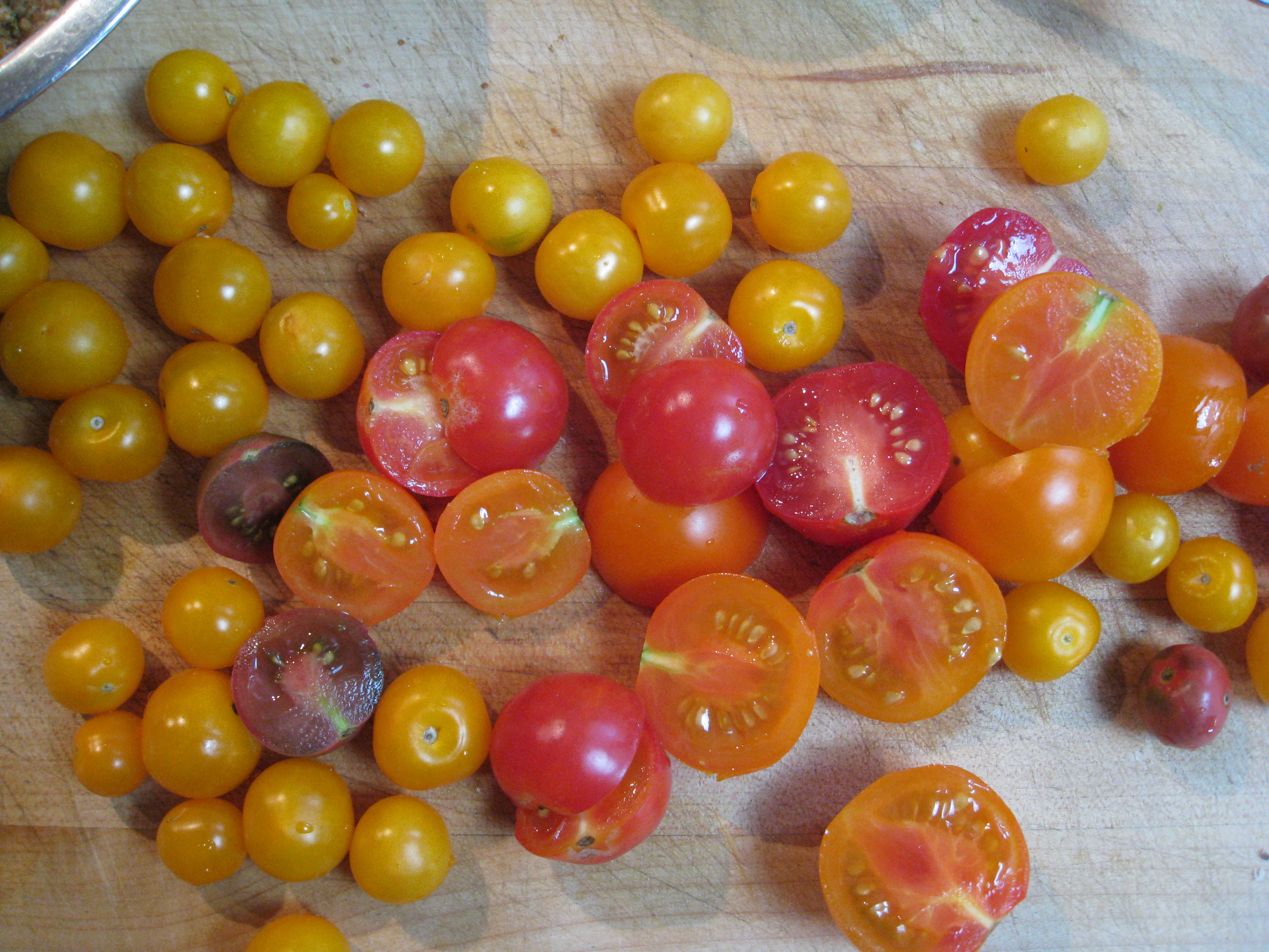 Gold Nugget cherry tomato (top yellow)