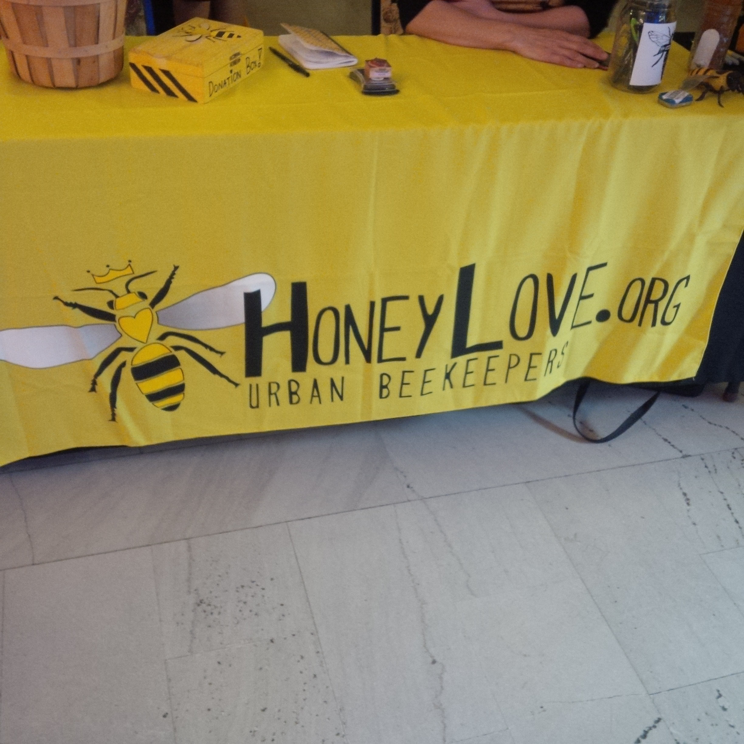 Honeylove.org is behind the Natural Beekeeping Conference.