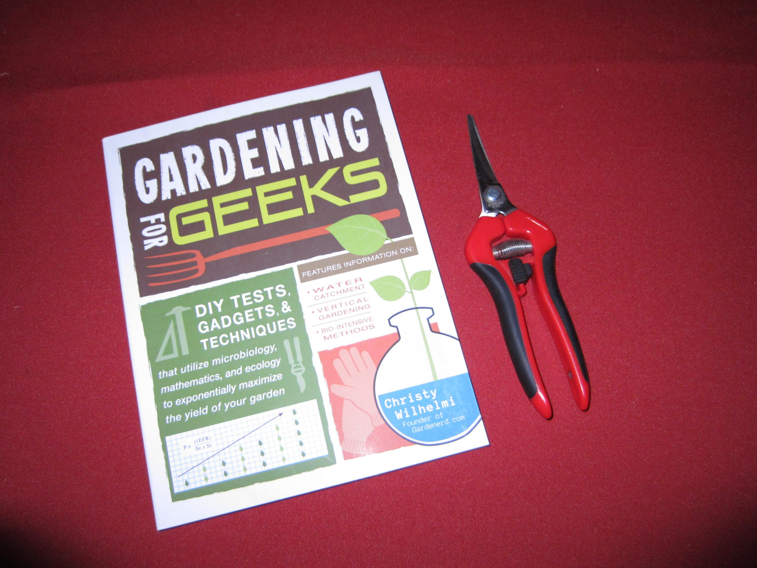 Read more about the article Giveaway: Corona Snips and Gardening for Geeks